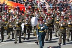 在游行的俄国军事乐队行军在每年胜利 免版税库存图片