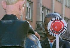 在游行的奥巴马和普京形象 免版税库存照片