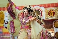 在游行的美好的妇女天使展示在农历新年节日 库存照片