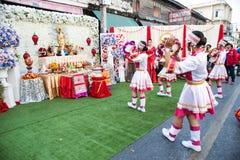 在游行的美好的妇女天使展示在农历新年节日 库存图片