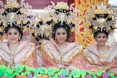 在游行的美好的妇女天使展示在农历新年节日 免版税库存图片