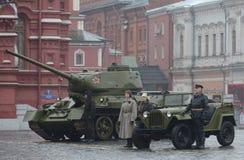 在游行重建的历史军用硬件在红场在莫斯科 免版税图库摄影