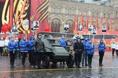 在游行重建的历史军用硬件在红场在莫斯科 库存图片