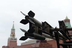 在游行重建的历史军用硬件在红场在莫斯科 图库摄影
