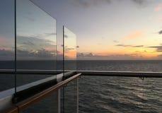 在游轮甲板看的日出 免版税图库摄影