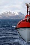 在游轮的救生艇 免版税库存照片