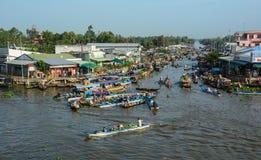 在湄公河三角洲的浮动市场,越南 库存照片