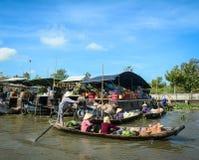 在湄公河三角洲的浮动市场,越南 免版税图库摄影