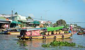 在湄公河三角洲的浮动市场,越南 免版税库存图片