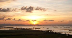 在湄公河三角洲的美好的日落 库存图片