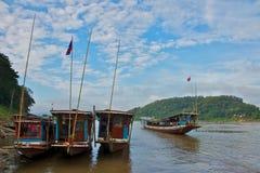 在湄公河的小船在老挝 免版税图库摄影