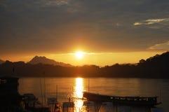 在湄公河的小船在Loas的琅勃拉邦 库存照片