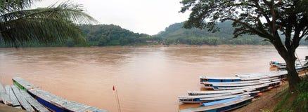 在湄公河的小船在Loas的琅勃拉邦 免版税库存照片