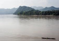 在湄公河的小船 库存图片