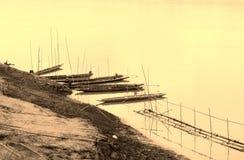 在湄公河的木小船 免版税库存照片