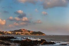 在湄洲岛海滩和寺庙上 免版税库存图片
