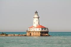 在湖中间的灯塔在一个晴天 图库摄影