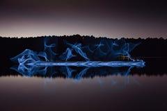 在湖反射的被阐明的对称 库存照片