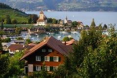 在湖图恩,瑞士的施皮茨城堡 免版税库存图片
