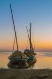 在湖岸的两条美丽的小船 免版税库存图片