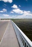 在湖岸的路  免版税库存照片