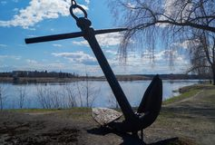 在湖岸风景的船锚 图库摄影