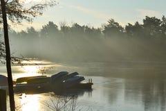 在湖旁边被停泊的小船 免版税图库摄影