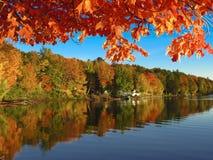 在湖易洛魁族人的秋天在佛蒙特 库存照片
