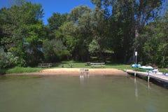在湖本尼迪克特的海滩 库存图片