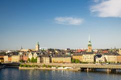 在湖梅拉伦湖,斯德哥尔摩,瑞典的Centralbron桥梁 库存照片