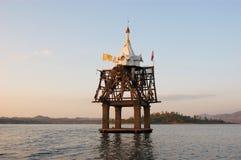 在湖淹没的古庙,泰国 免版税库存图片