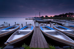 在湖港口的日出 库存照片