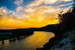 在湖特拉维斯的金黄小时在360桥梁西部 库存照片