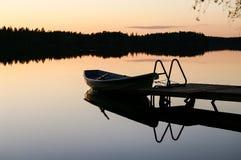 在湖的一个安静的晚上 免版税库存照片