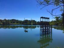 在湖的一条小船 免版税库存照片