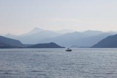 在湖的一条小船 图库摄影