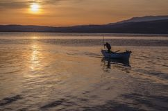 在湖的一条鱼小船 库存照片