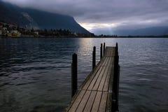 在湖的偏僻的码头 免版税库存图片