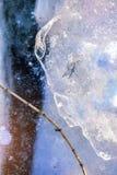 在湖的冬天冰 新的发行被重新设计的美元钞票 背景蓝色雪花白色冬天 库存照片