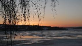 在湖的冬天日出 免版税图库摄影