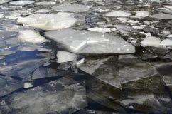 在湖的冰领域在冬天 图库摄影