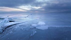 在湖的冷的冬天早晨 图库摄影