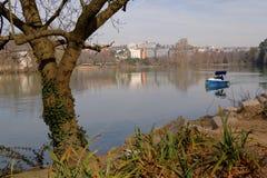 在湖的划船 免版税库存照片