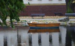 在湖的划艇 免版税库存图片