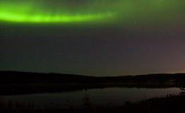 在湖的北极光 免版税库存照片