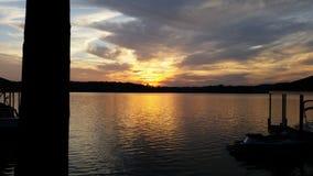 在湖的卡罗来纳州日落 免版税库存照片