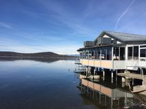 在湖的反映 库存图片