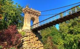 在湖的古老岩石桥梁从Romanescu公园,克拉约瓦,罗马尼亚 免版税库存照片