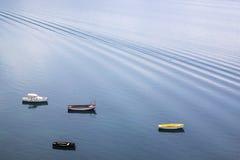 在湖的四条小木小船 免版税库存图片