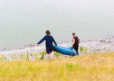 在湖的夏天钓鱼多云天气的 免版税库存照片